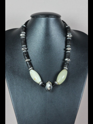 Necklace with bakelite heishi beads , silvered metal beads and white agate beads